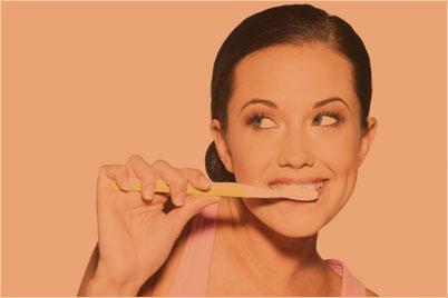 lady-brushing